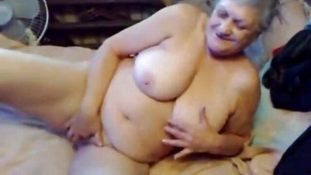Puta ver viejas follando rusa sin límites recibe 4 pollas monstruosas por el culo