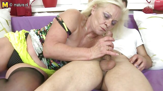 Tetona pawnee follada por viejas de 80 años follando dinero en efectivo después de twerking