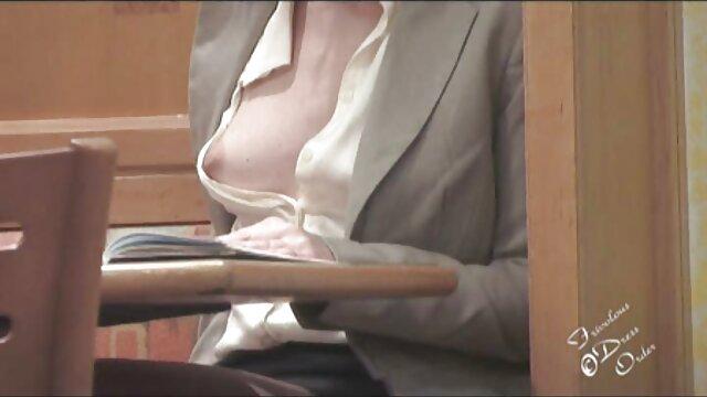 Desnuda en público