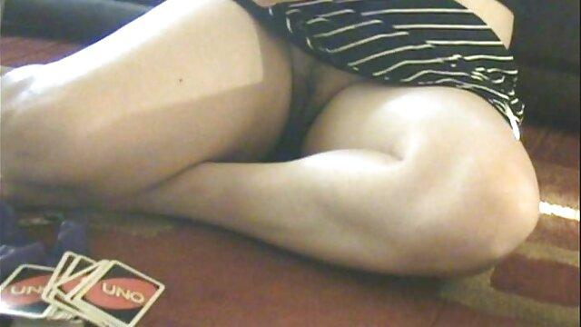 Julia Ann viejas culonas cogiendo juega con Nicki Hunter en Hot Girl Girl!